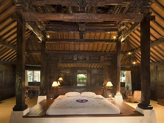 Unusual fun and beautiful bedrooms for Plantation style bed