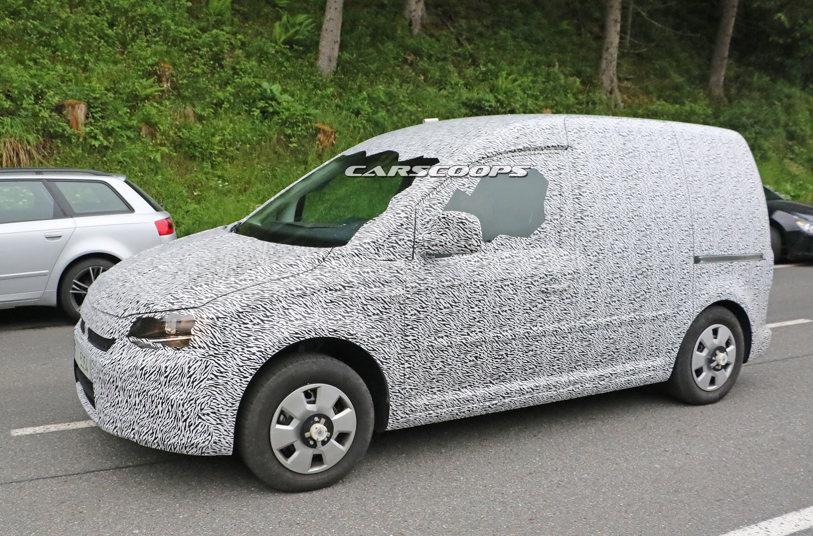 spied second gen skoda roomster demoted to a rebadged vw caddy carscoops. Black Bedroom Furniture Sets. Home Design Ideas