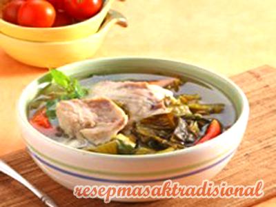 Cara Membuat Sup Ikan Sawi Asin