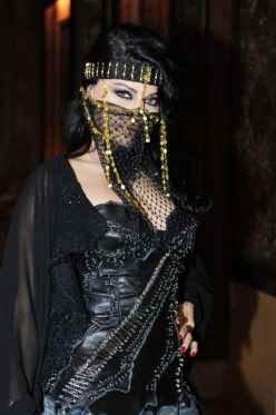 http://pictures4girls.blogspot.com/2014/11/arab-starlets-chosen-accessories.html