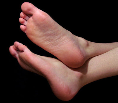 People nature according to foot soles