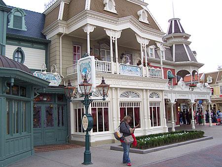 Disney world news paradise for Comedores almacenes paris