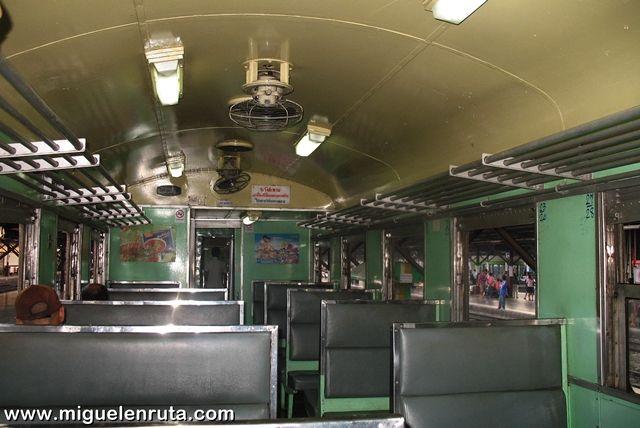 Tren-Tailandia-tercera-clase