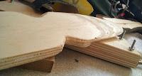 Manche de la spatule de cuisine en bois réalisée artisanalement