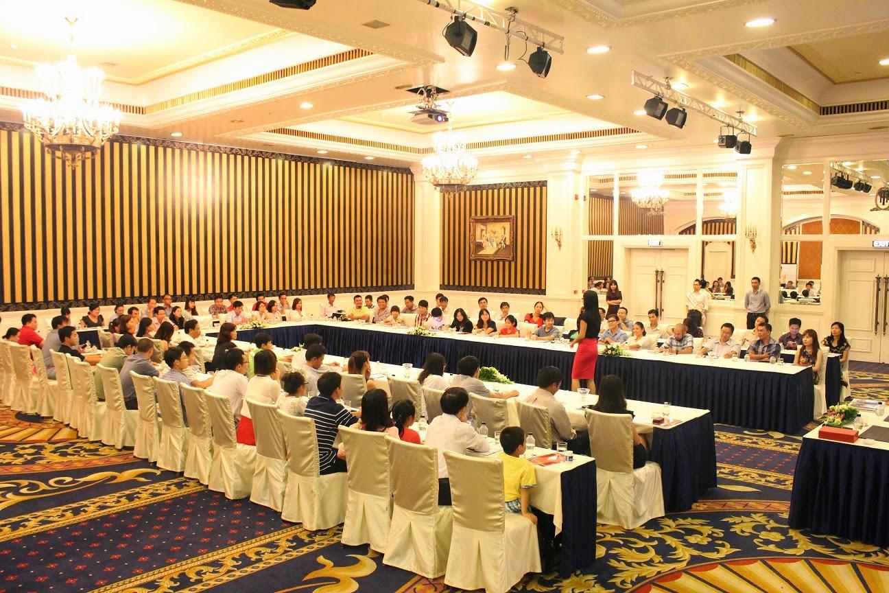 Hội thảo IronFX và Khách Hàng