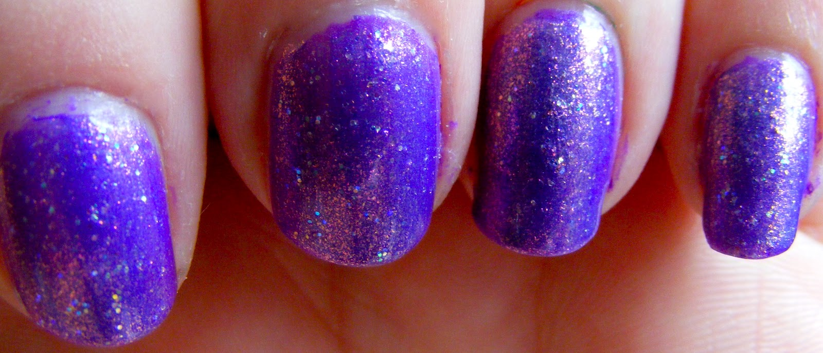 The Poison Which Fascinates: Nail Polish/ Cuticle Gap Look