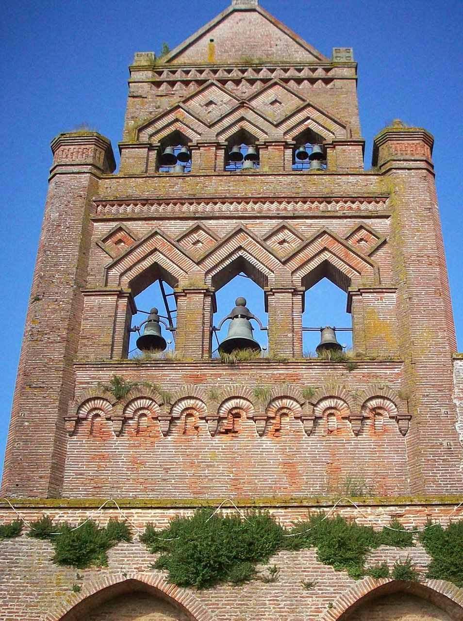 Campanário da igreja de Miremont, França