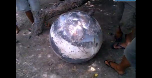 Misterioso objeto esférico cae del cielo después de una gran explosión