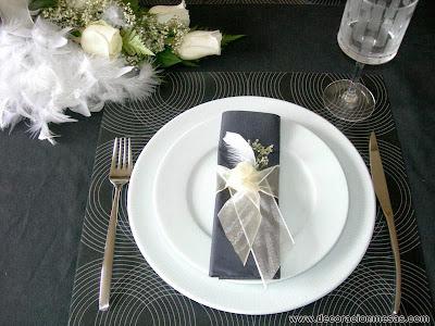 decoracion mesas con plumas servilleta