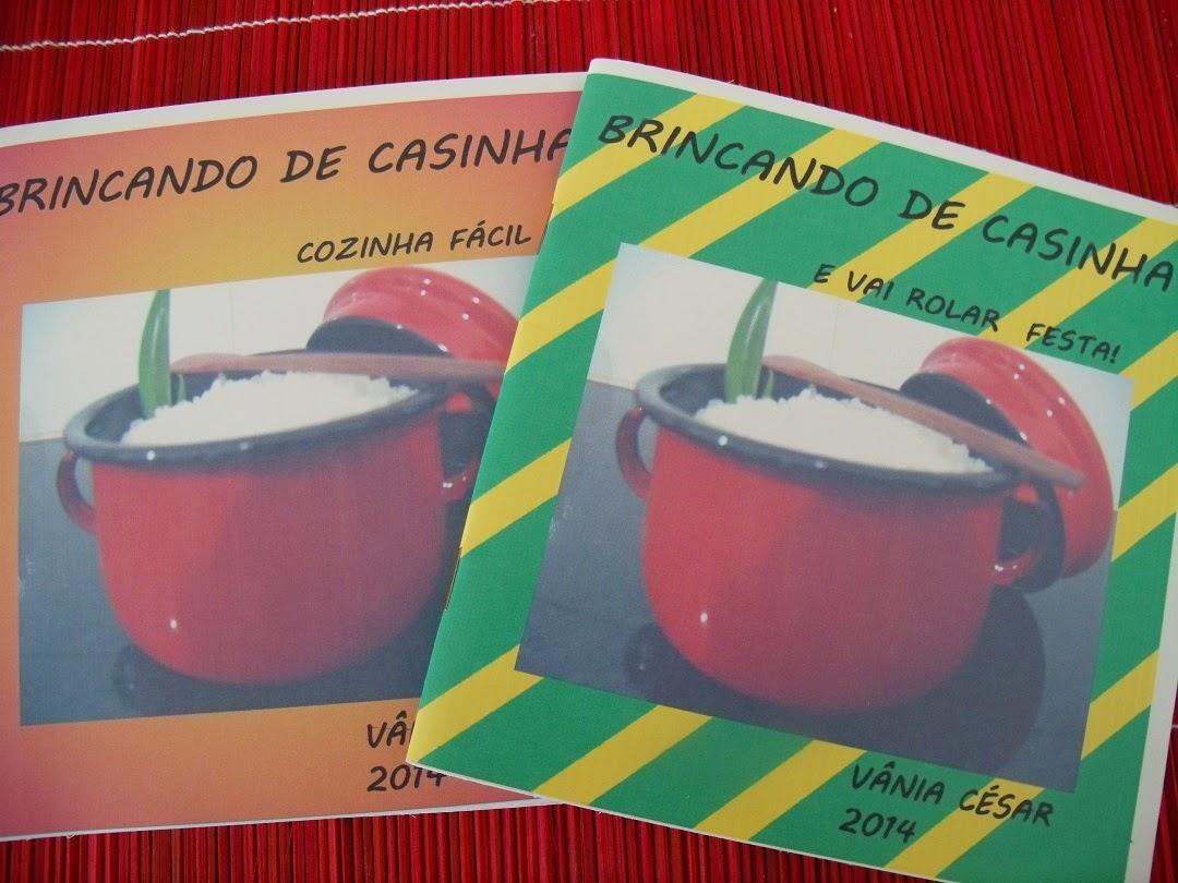 """LIVROS """"BRINCANDO DE CASINHA"""""""
