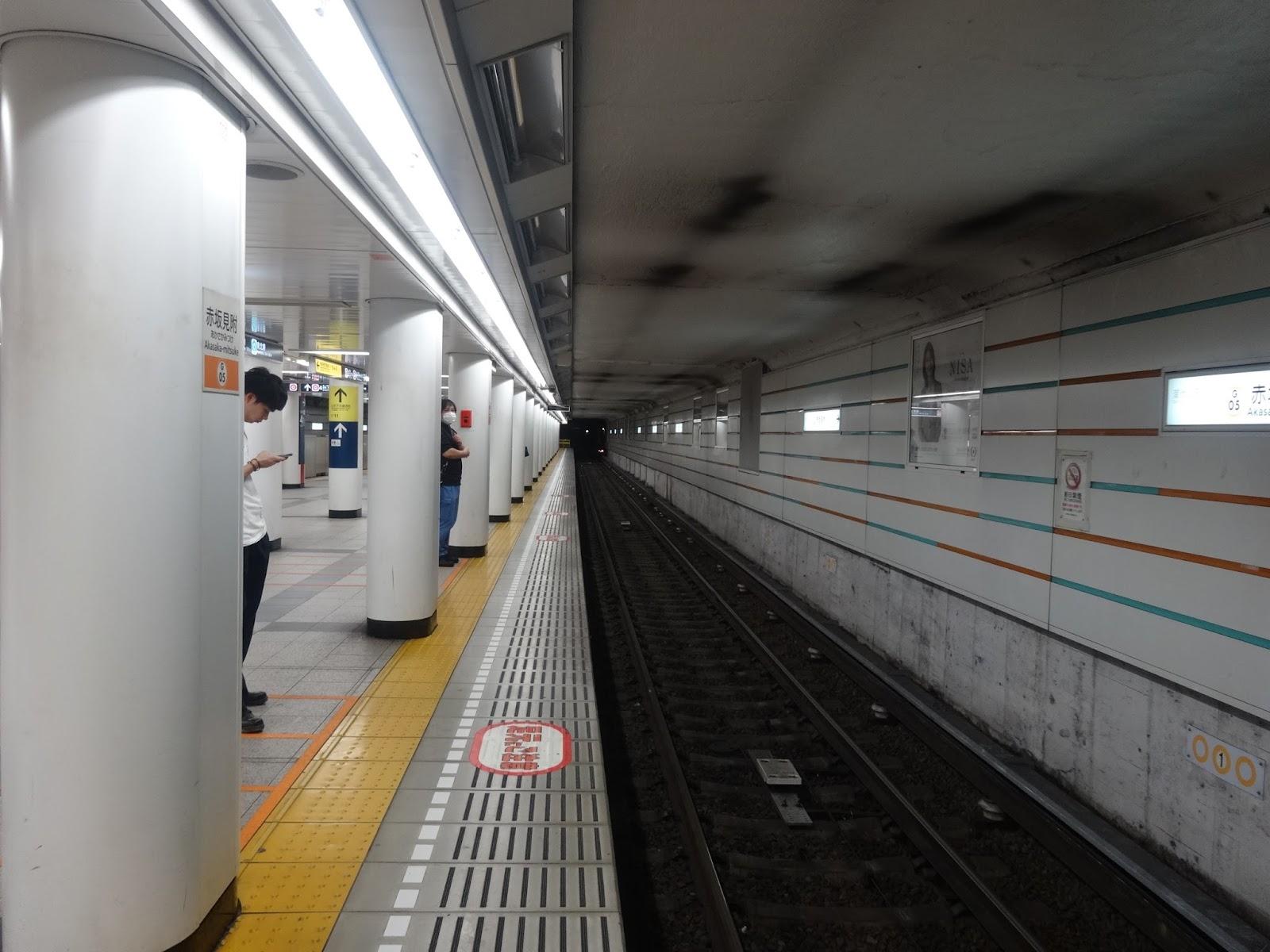 駅ホーム,赤坂見附駅,地下鉄銀座線〈著作権フリー無料画像〉Free Stock Photos