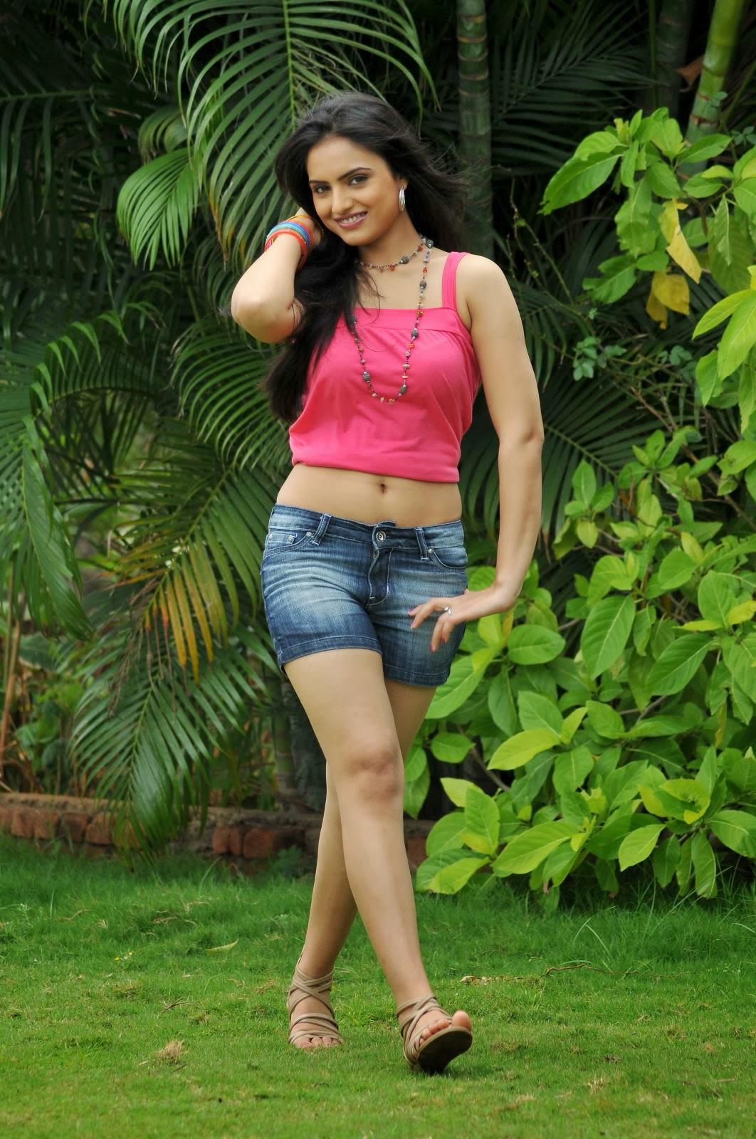 Gorgeous Ritu kaur hot photo gallery in denim shorts