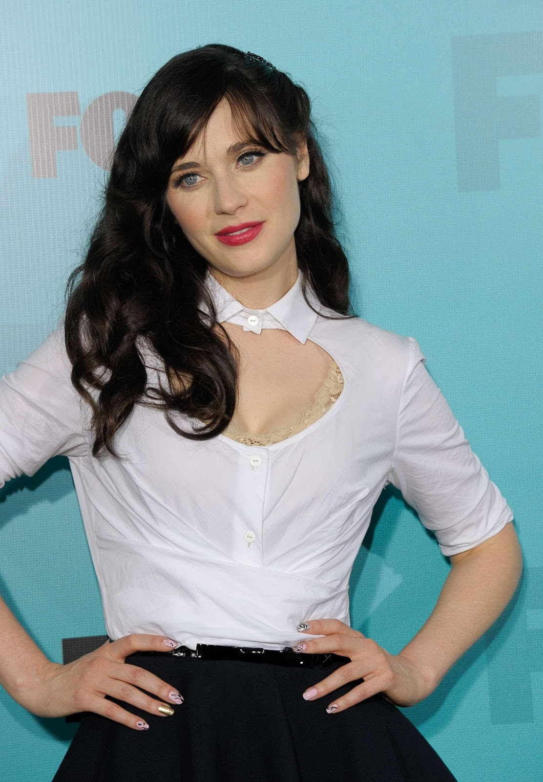 http://2.bp.blogspot.com/-wgs2KP-LIUo/T-NSpRzezfI/AAAAAAAAAH0/kVV25KwyIEg/s1600/zooey-deschanel-2012-fox-upfronts-party-in-new-york-01.jpg