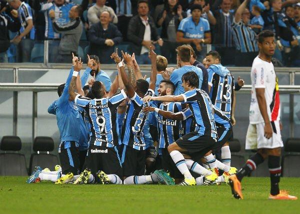 Virada no segundo tempo garantiu o Grêmio empatado em pontos com o Galo (Foto: Lucas Uebel/GrêmioFBPA)