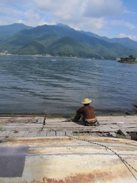 красивое озеро в японии