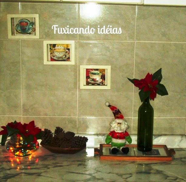 decoracao cozinha natal : decoracao cozinha natal:Aproveitei a garrafa de vinho e coloquei flores artificiais que eram