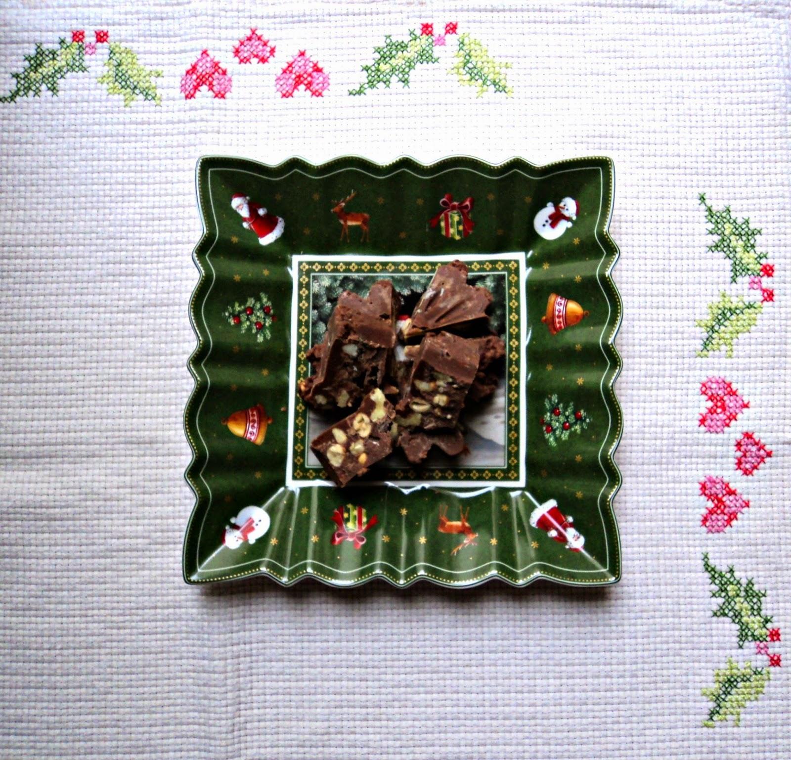 receta casera navideña de turrón de chocolate con frutos secos y licor