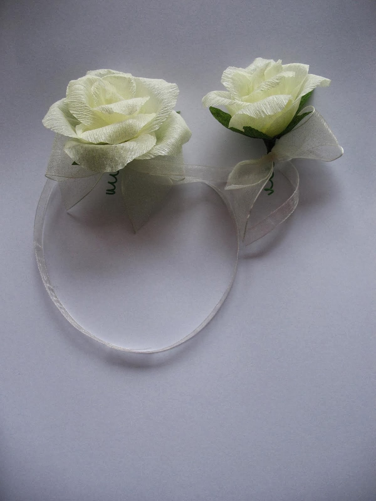 kotylion na rękę i do przypięcia- róża niewywijana