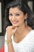Ishitha Vyas sizzling pics-thumbnail-19