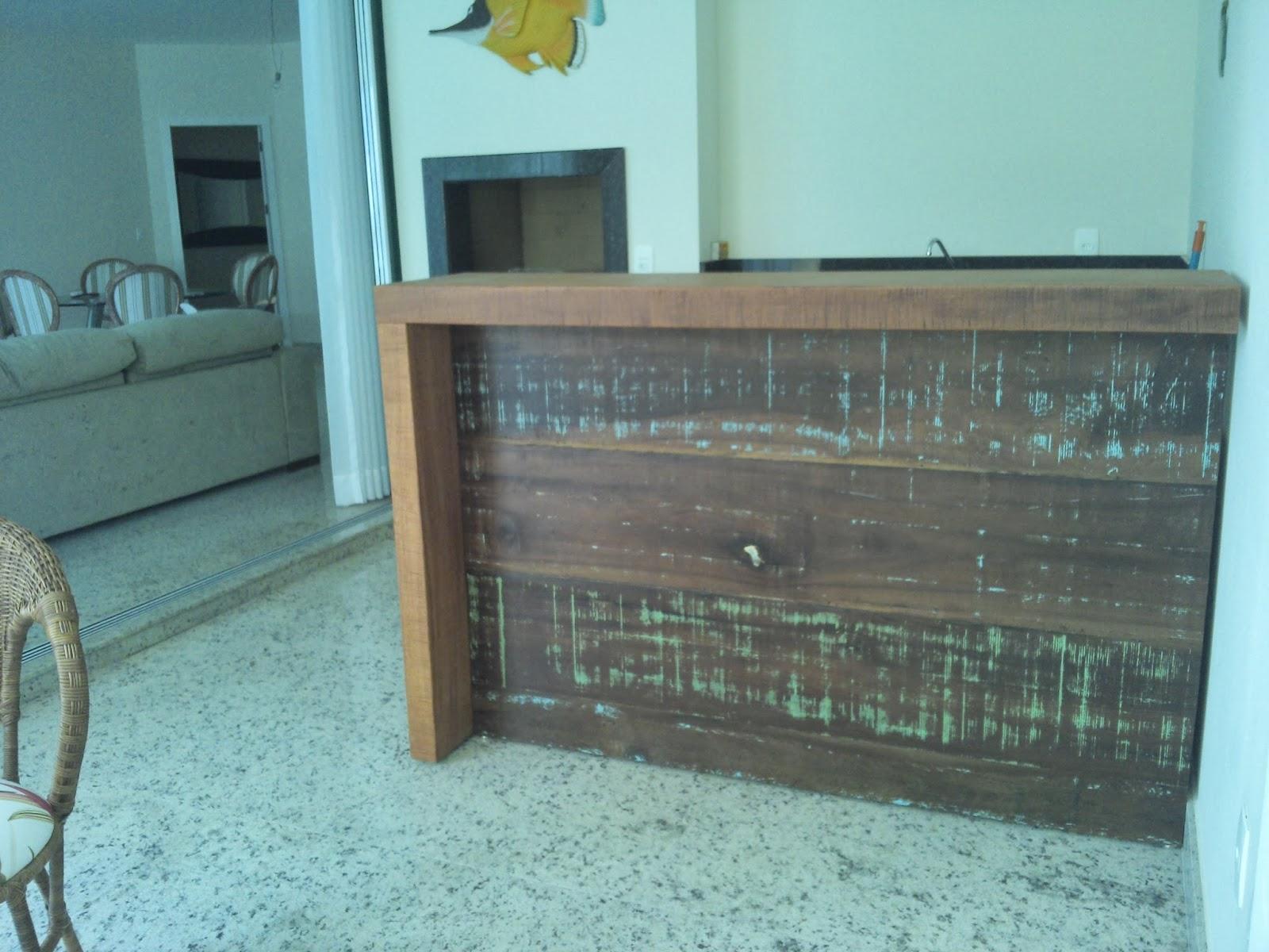 Balcão todo em madeira de demolição e revestimento na churrasqueira  #2F949C 1600x1200