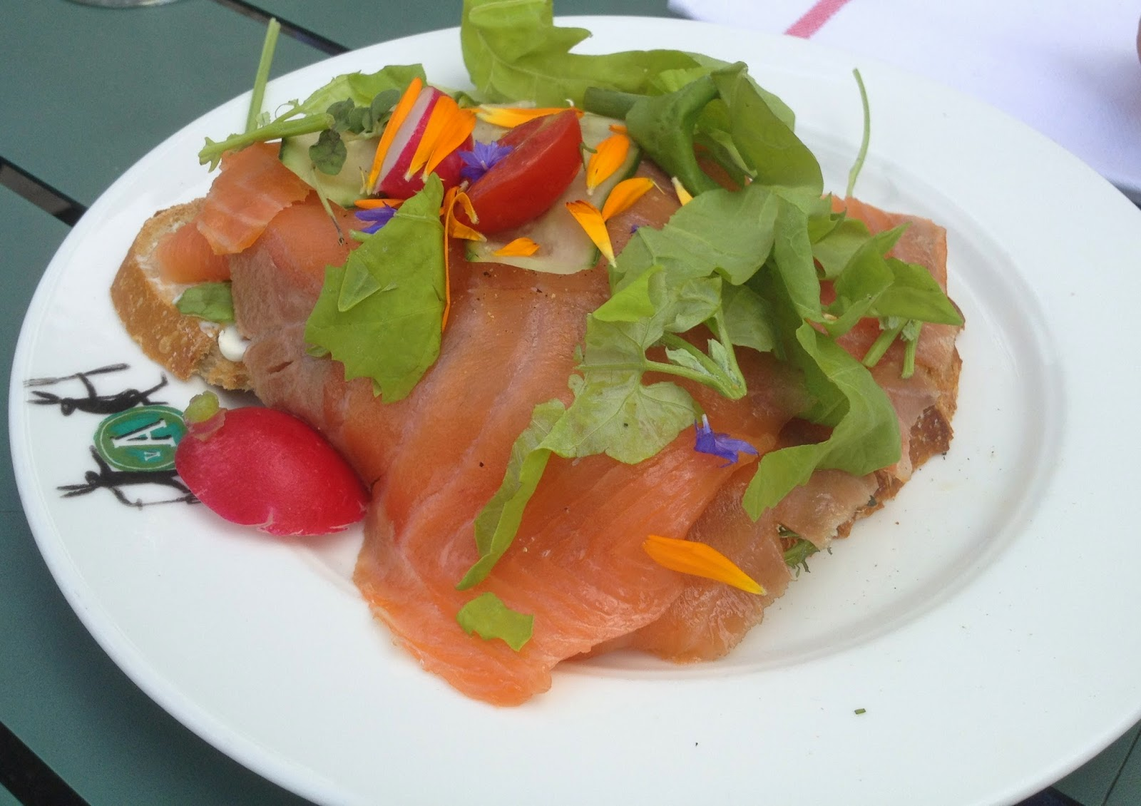 Zuurdesembrood gerookte zalm