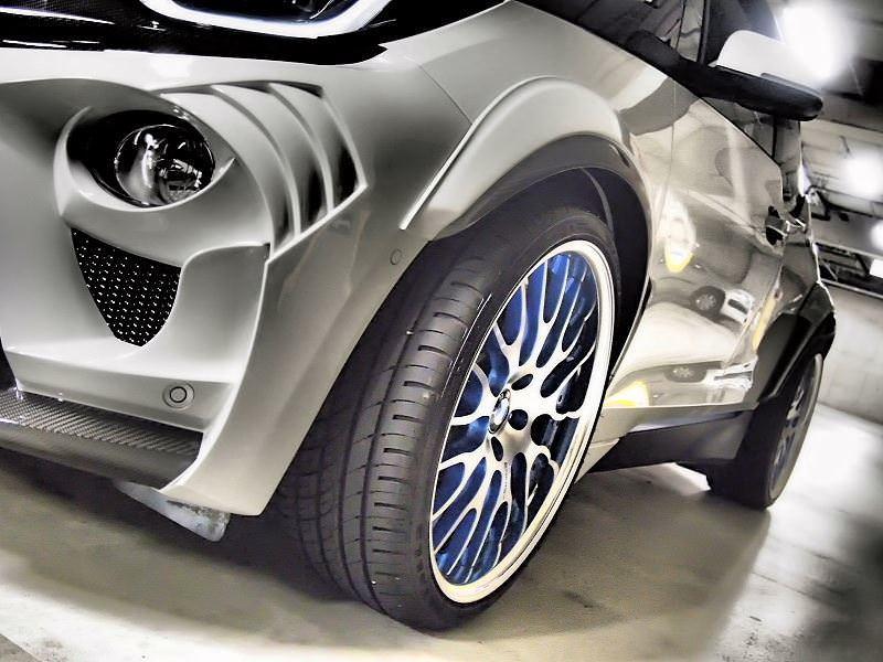 「ガレージ エブリン」が製作したBMW i3のコンプリートカー「EVO i3」