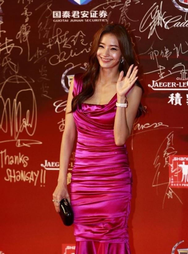 Tips Fashion Baju Korea Wanita Berdada Kecil