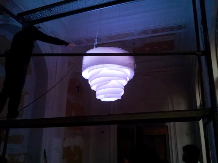 Лампа стилизирана роза за нощен клуб