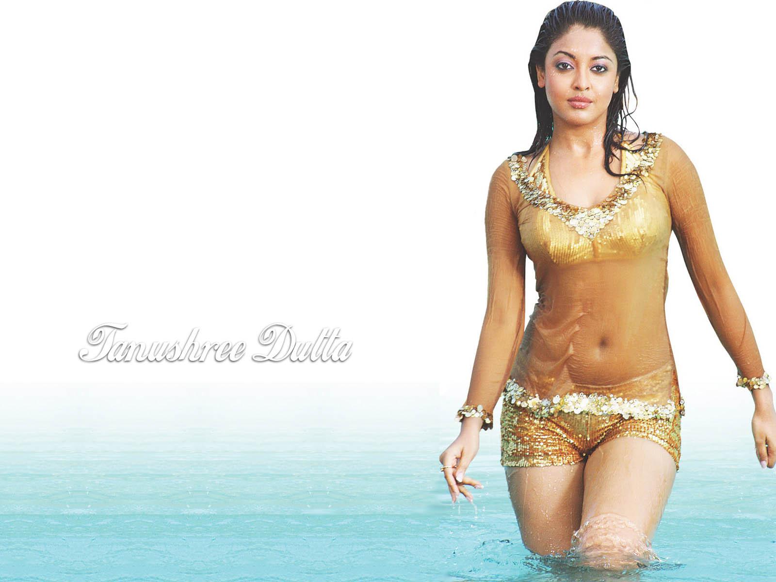 Lara Dutta Hot Bikini