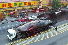 Foto paus meledak di tengah kota
