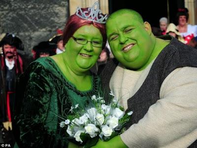 majlis perkahwinan fantasi, pasangan Shrek Berkahwin, pelik, berita, hiburan, london