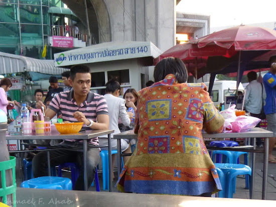 Patrons of Victory Monument Bangkok open air restaurant