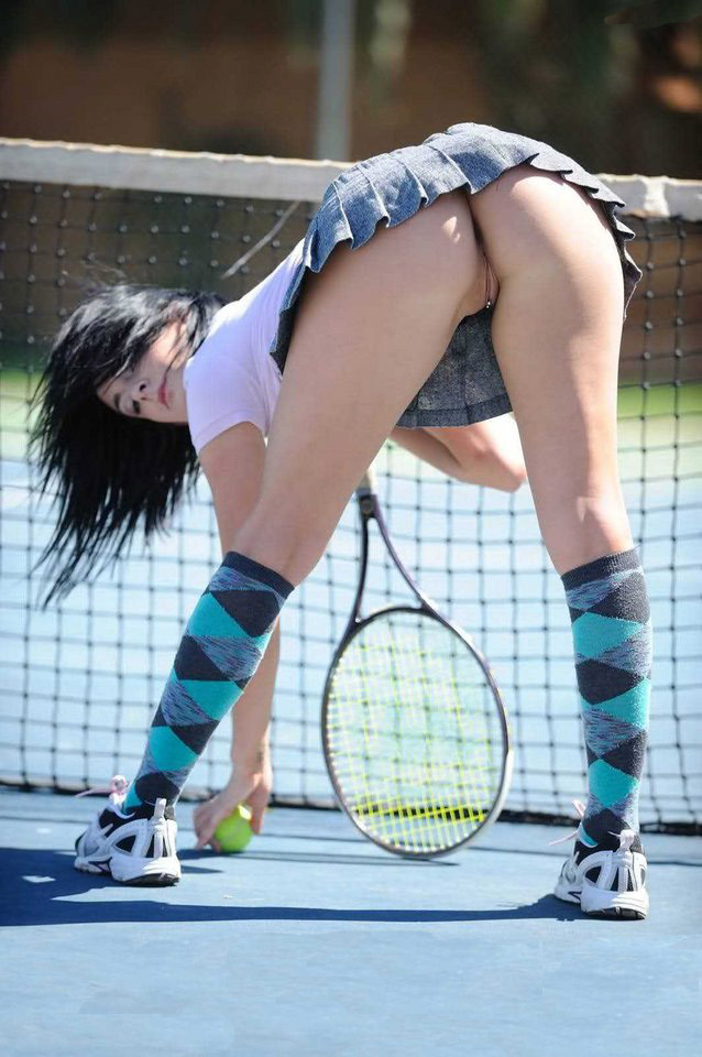 Hot tennis upskirt no panties