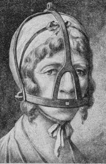 عقاب المرأه الثرثاره قبل 500 عام في أوروبا y8BF7.jpg