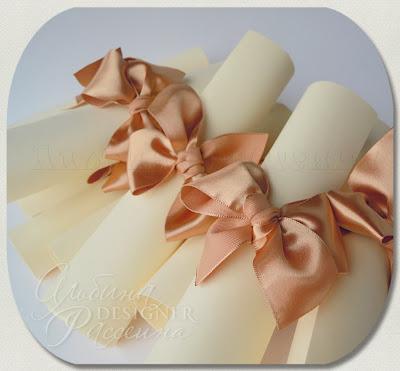 Свитки приглашения на свадьбу.