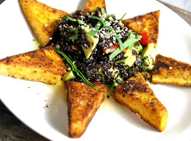 Oppskrift Quinoasalat Fritert Tofu Avokado Tomater Quinoa