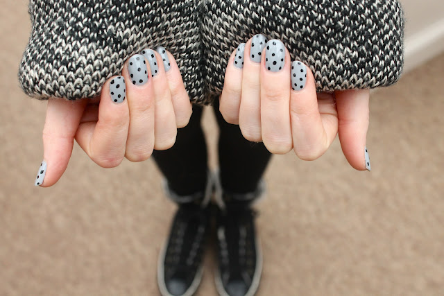 polkadot nails