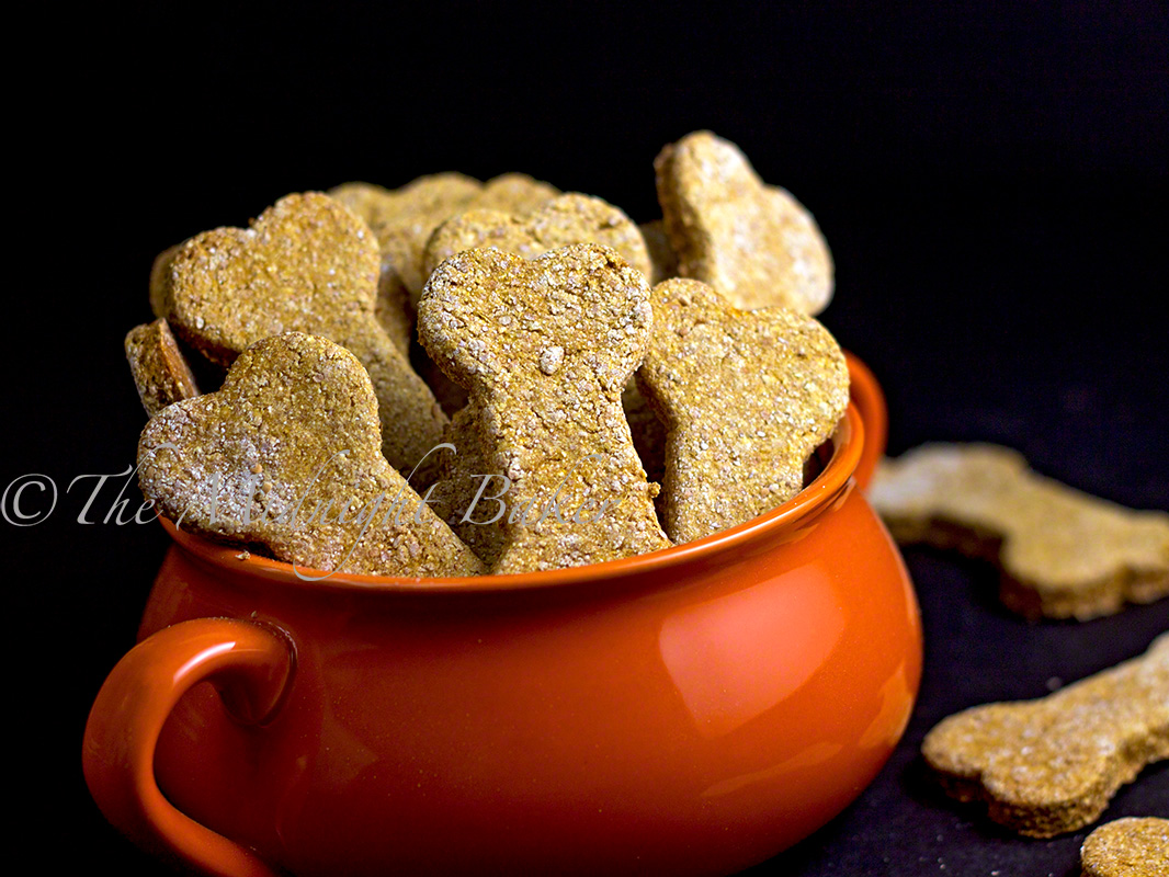 Sweet Potato Dog Biscuits | bakeatmidnite.com | #christmas #dogbiscuits #sweetpotatoes