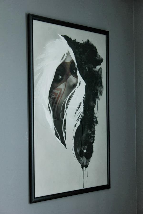 artprint från society6, tavlor, usa, jeff lagevin, totem, tavla, inspiration, inredning vardagsrum, stor tavla, illustration i svart vitt och grått, björn, svart ram, beställa ramar i annorlunda mått,