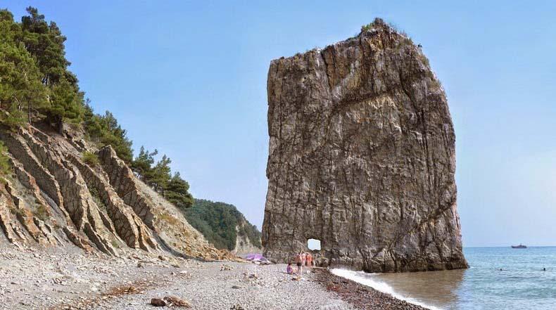 La Roca Parus: un masivo monolito de piedra con forma de vela