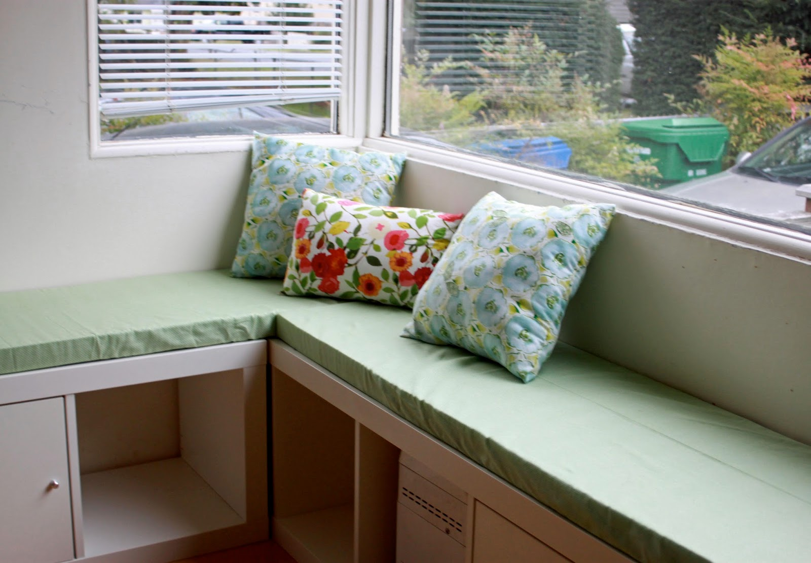 Rouge whimsy diy banquette seat with ikea expedit - Banquette 2 places ikea ...