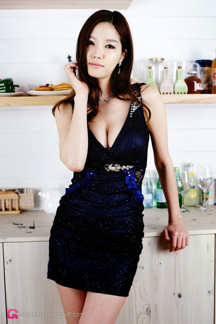 2 Han Min Young in kitchen - very cute asian girl-girlcute4u.blogspot.com