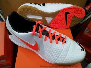 Sepatu Futsal Nike CTR360 Libretto III White Crimson Harga: Rp. 699,000