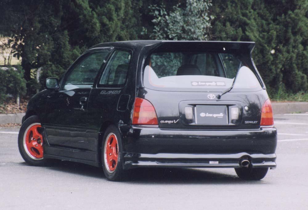 Toyota Starlet Glanza V, JDM, tylko na rynek japoński, pocket rocket, mała rakieta, hot hatchback, tuning, fotki, japoński sportowy hatchback, FWD, napęd na przód, 1.3 turbo, czarna, tył, black, read
