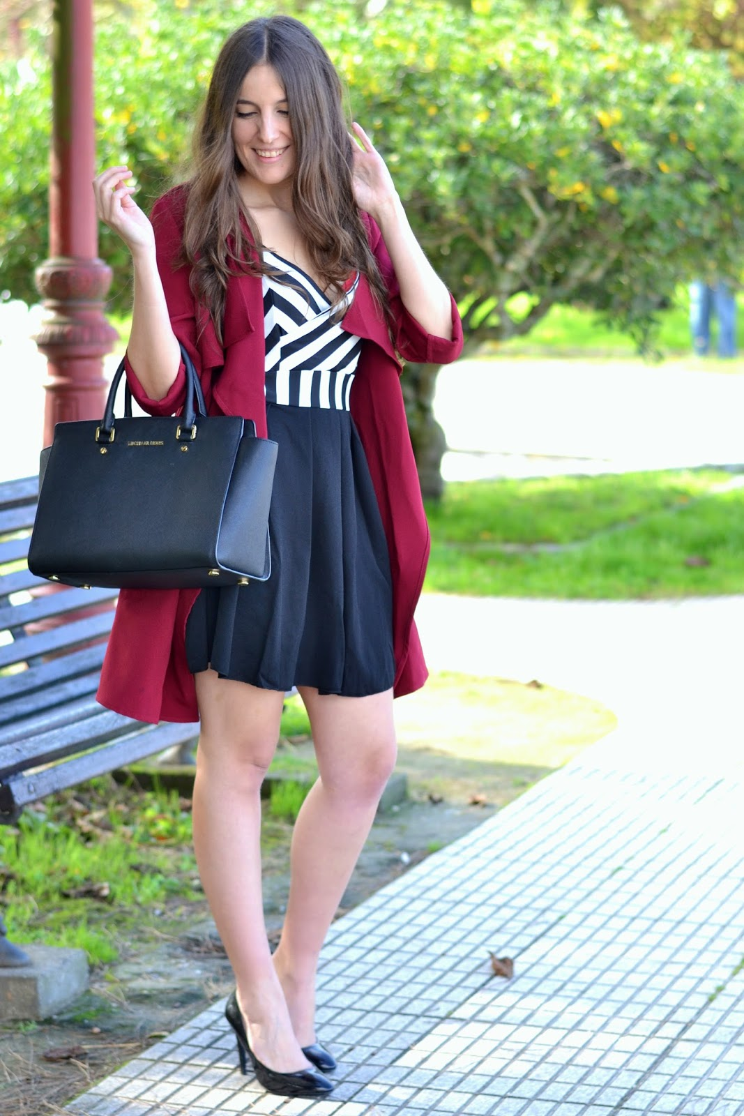 outfits burgundy trench