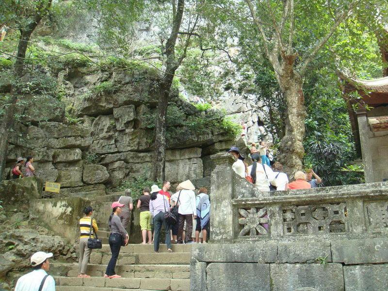 Tham quan chùa Bích Động, Ninh Bình