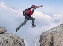 Pokojne sa odváž k veľkému kroku ak je to nutné. Priepasť neprekonáš dvoma malými skokmi.