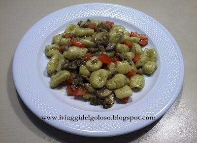 gnocchi salsiccia & funghi