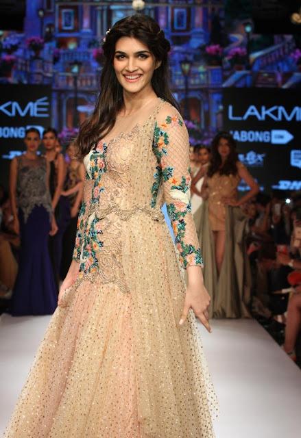 Kriti Sanon Sexy Looks Stunning On The Ramp In LFW Winter Festive 2015