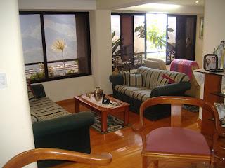Estupendo apartamento de 108 mts en la mejor urbanización de Parque Caiza con excelente entrada privada y vigilancia privada (circuito cerrado) y exquisita palmeras alrededor . El distinguido apartamento consta de maravillosa sala comedor de piso de parquet y grandes ventana panorámica, cocina empotrada con topo de granito- lavandero, dos (2) habitaciones amplia y luminosa, 1 estudio o una habitación pequeña,  dos (2) baños grande y un (1) baño de visita y jardinera con vista al AVILA. La venta comprende dos (2) puestos de estacionamiento  de 12 m2 y un (1) maletero de 5 m2. Tiene suficiente áreas verdes, cancha deportivas, gimnasio, cuarto de juego (dominino, futbol, ping-pon, mesa de billar, etc)..Inmenso salón de fiesta cubierto y al aire libre con parque infantil y áreas verdes con una hermosura de Vista Al AVILA...Si USTEDES LO VE.. lo compra inmediato...es demasiado PRECIOSO 04123605721